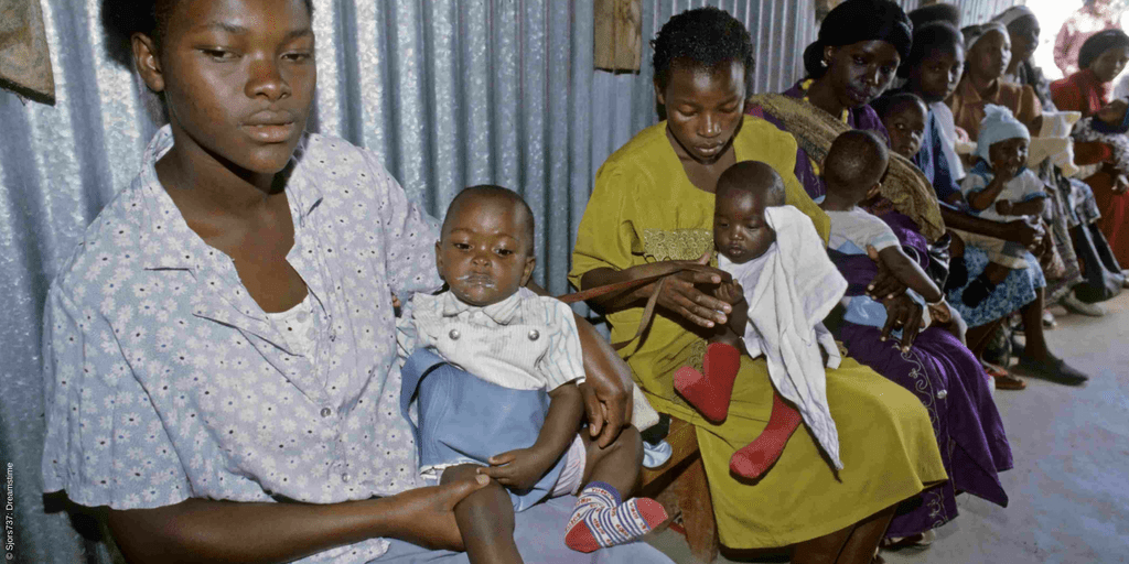 New mothers sit with their babies in Kenya. Health Action International is researching barriers that are preventing people from accessing sexual and reproductive health commodities in Kenya, Uganda and Zambia. The results will enable governments to develop policy solutions that improve access and, ultimately, enhance sexual and reproductive health.